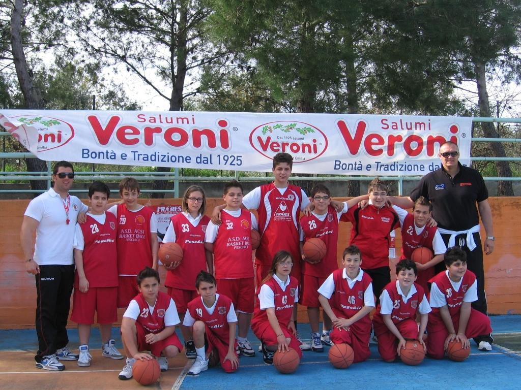 """Un viaggio tra sport, posti e paesaggi molto diversi, che sottolineano quanto """"l'amore per le cose buone"""", sia un valore nazionale. Nella foto seguente l'Asd Acsi Basketball di Peschici."""