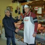 Consegna premio al punto vendita Maxicenter Cerignola da parte dell'agente Veroni Filippo Ruggiero