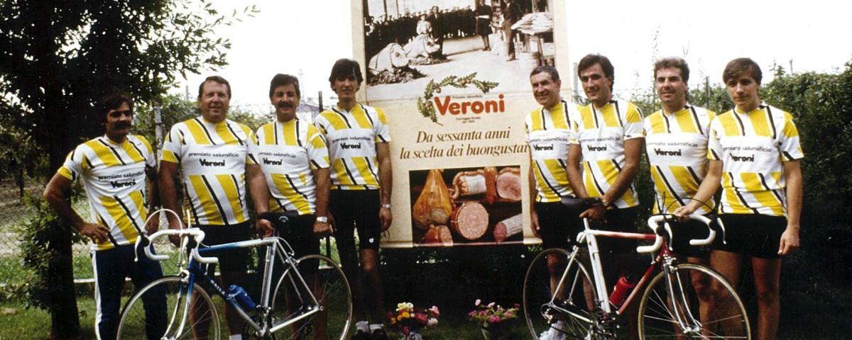 I colori sono diversi ma i valori rimangono gli stessi. In particolare, nell'immagine sottostante, la Squadra Ciclistica di Gorizia (novembre 1987).