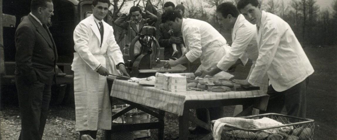 Gita a Cantoniera di Carpegna - il particolare della preparazione dei panini.