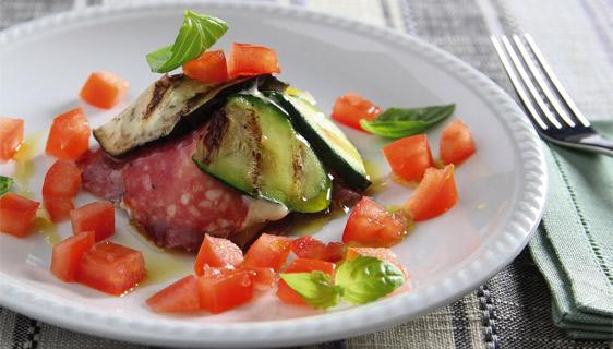 Piramide di verdure grigliate arricchite con Salame Veroni