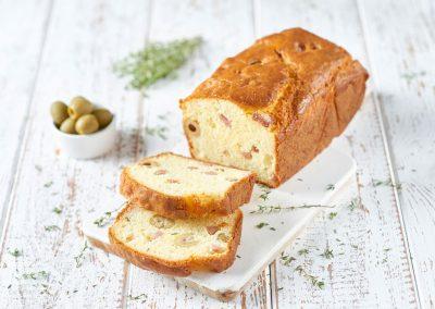Cake salato alla mortadella e olive