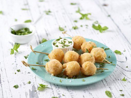 Spiedini di crocchette al cotto con maionese leggera allo yogurt e limone