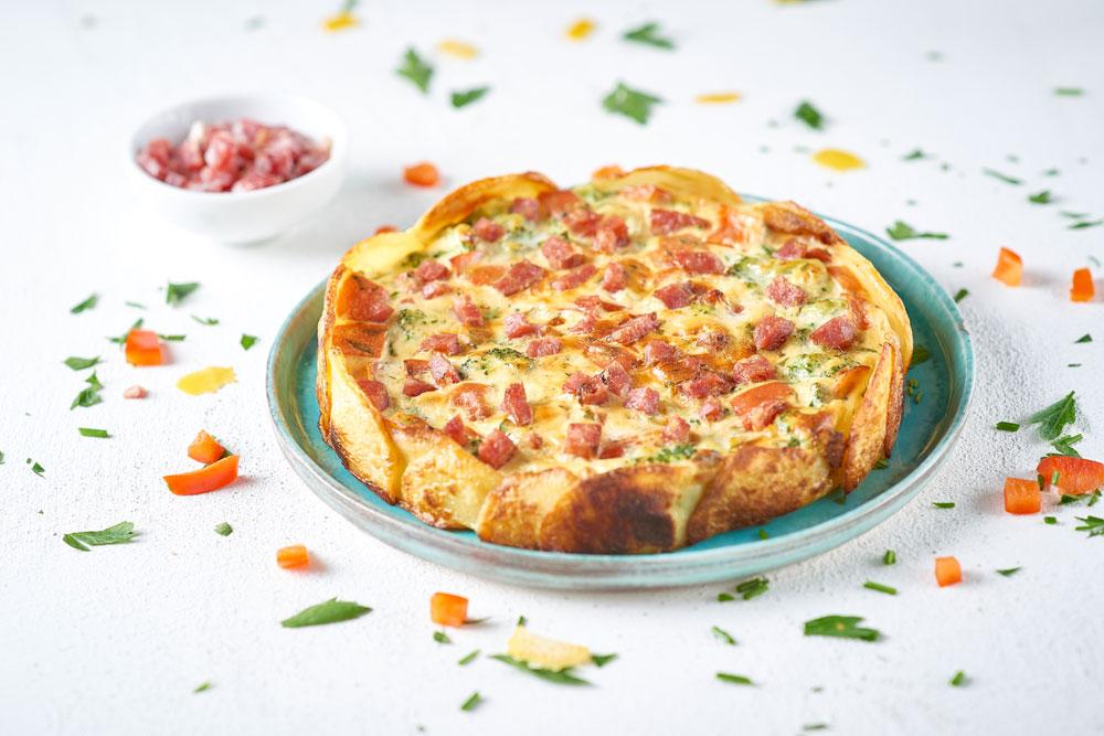 Torta di verdure in crosta di patate, ricotta senza lattosio e dadini di salame