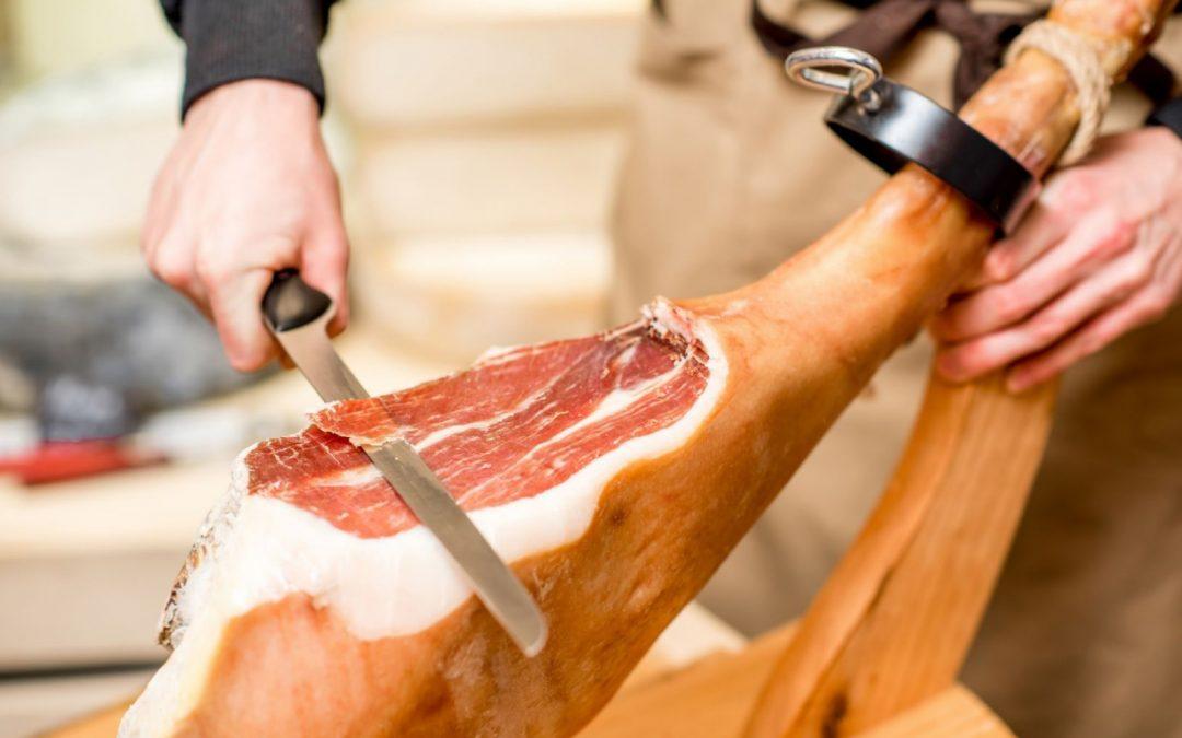 Come tagliare il prosciutto crudo