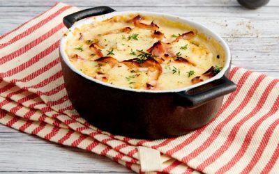 Parmigiana di patate, prosciutto cotto arrosto e formaggio